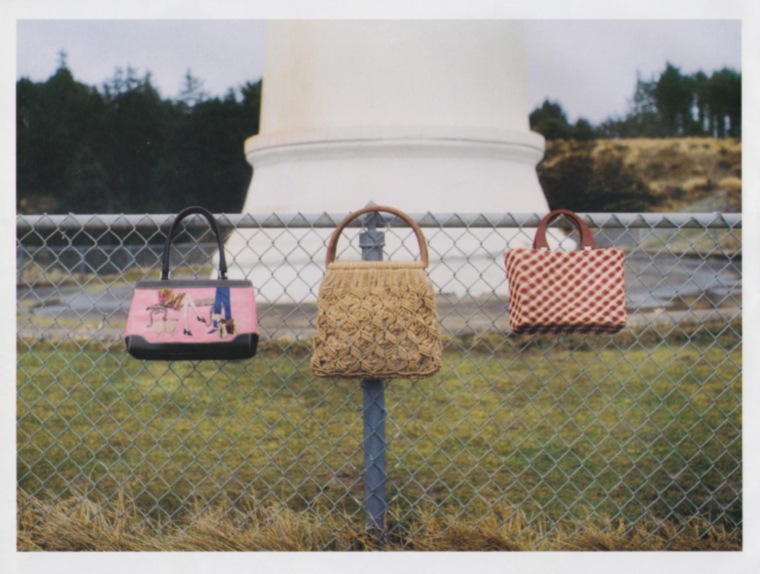 0058_pursesonfence